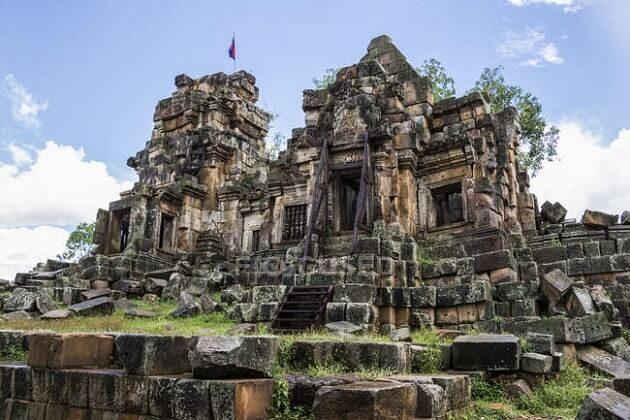 Ek Phnom Temple - cambodia classic tour packages