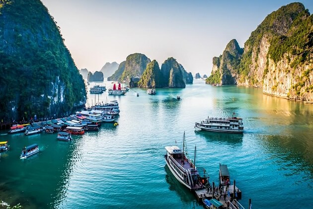 Ha Long Bay - things to do and see in vietnam