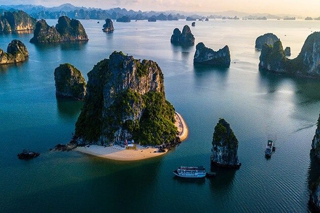 Halong bay - adventure in southeast asia