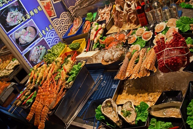 Liuhe Night Market in Kaohsiung - adventure tour taiwan
