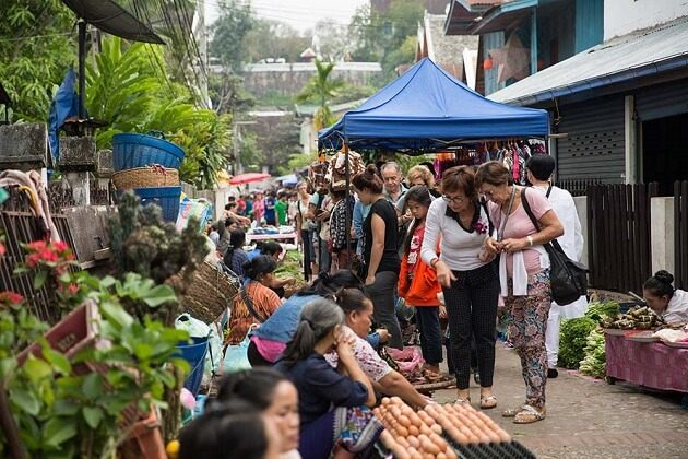 Morning Market - laos classic tours