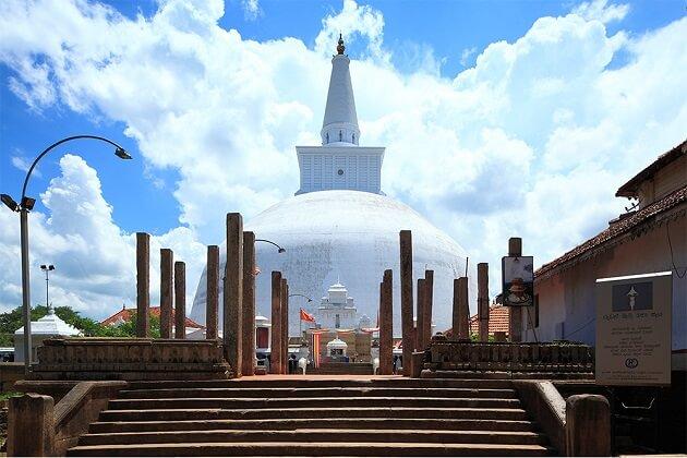 Ruwanweli Maha Saya - best 2 week sri lanka itinerary