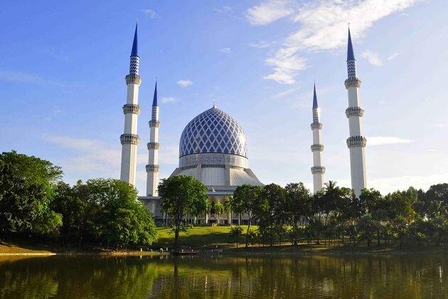 Salahuddin Mosque - best malaysia classic tour