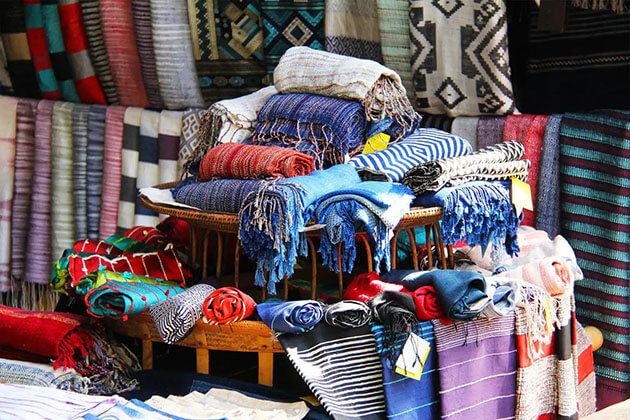 Silk and Textile Weaving - Laos souvenirs