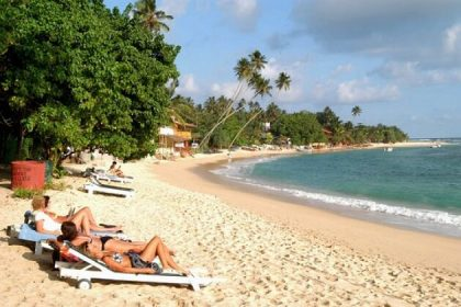 Unawatuna Bay - sri lanka classic holiday