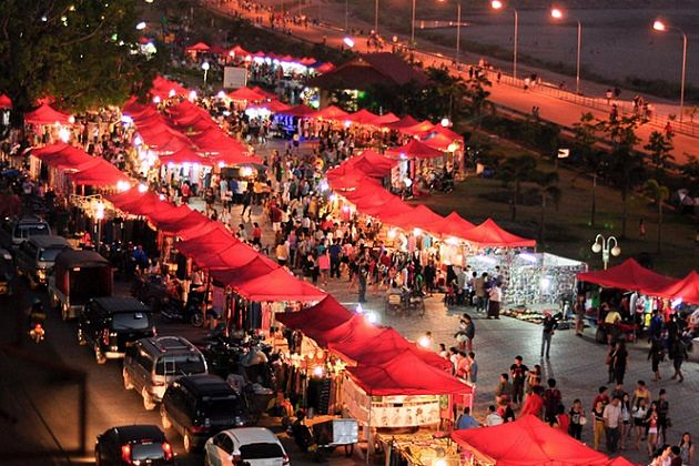 Vientiane night market - tour packages in indochina