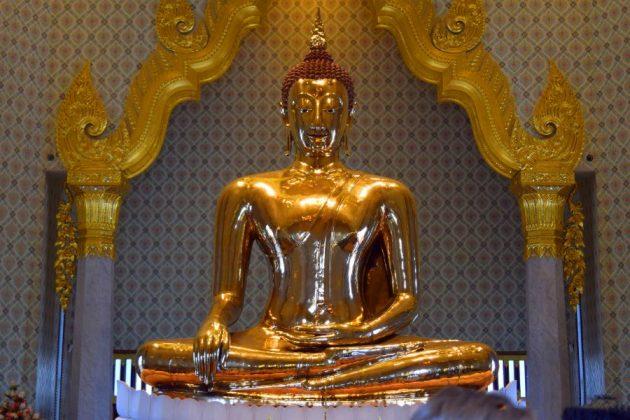 Wat Traimit in bangkok thailand