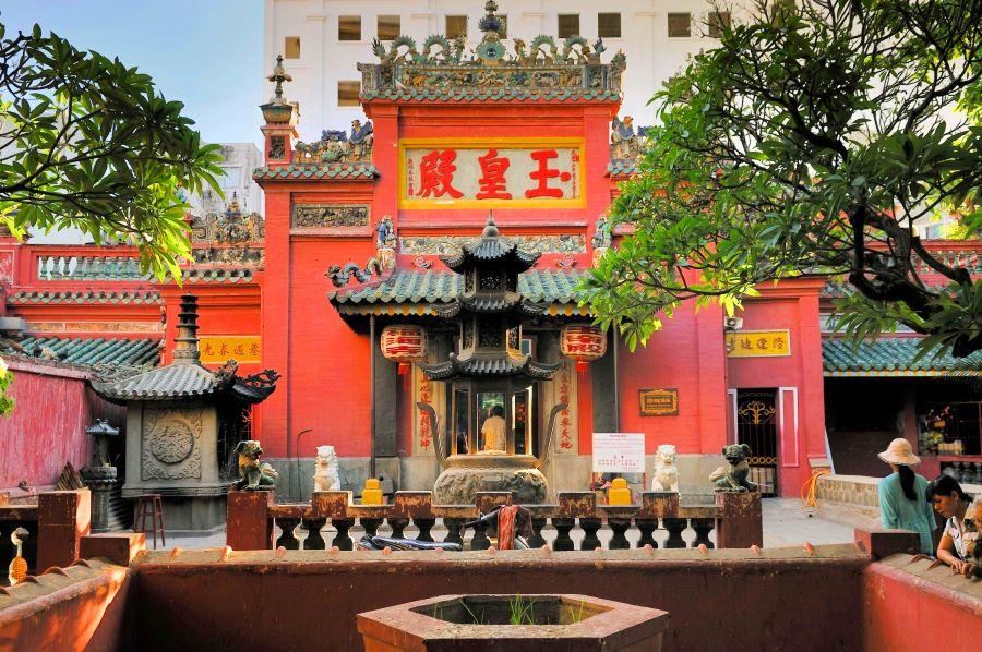 emperor jade pagoda in saigon