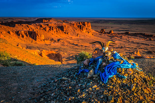 flaming cliffs - best tours of mongolia china