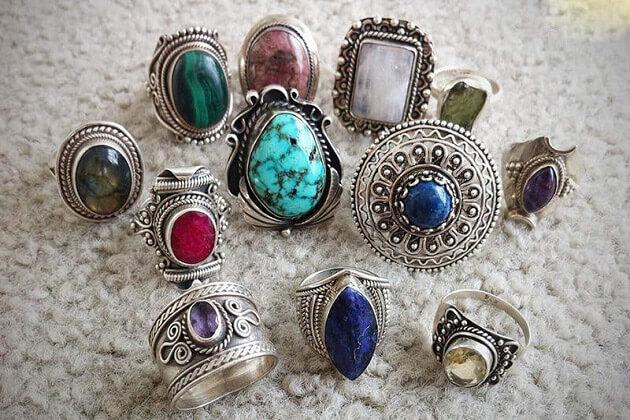 gemstone - myanmar souvenir jewellery