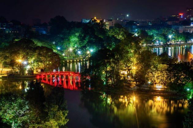 hanoi at night