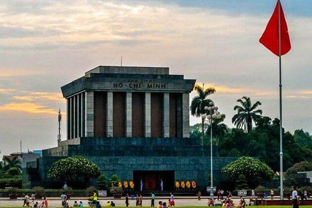 ho chi minh mausoleum - vietnam in 10 days
