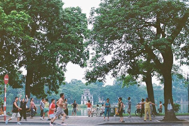 hoan kiem lake - indochina 3 weeks
