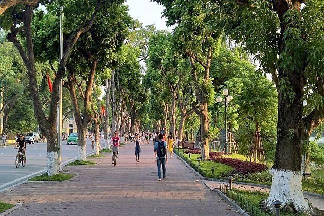 hoan kiem lake - vietnam tour packages