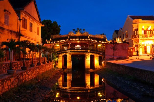 japanese covered bridge in hoi an vietnam