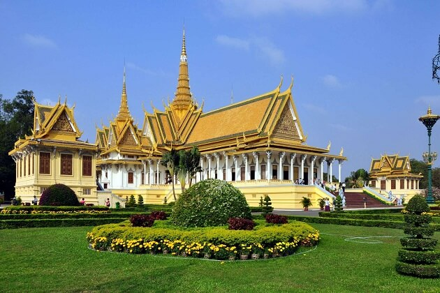 royal palace - cambodia tour packages