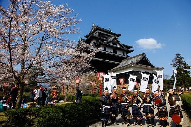samurai castles japan - best japan family tours