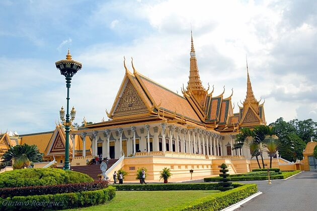 the royal palace - activities to do in cambodia