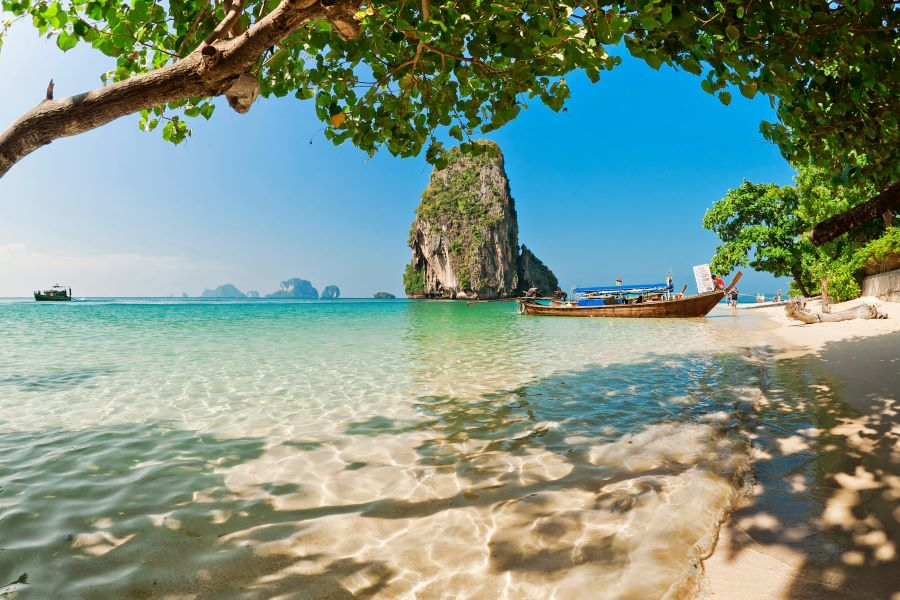 vaccinated tourists are allowed to enter thailand