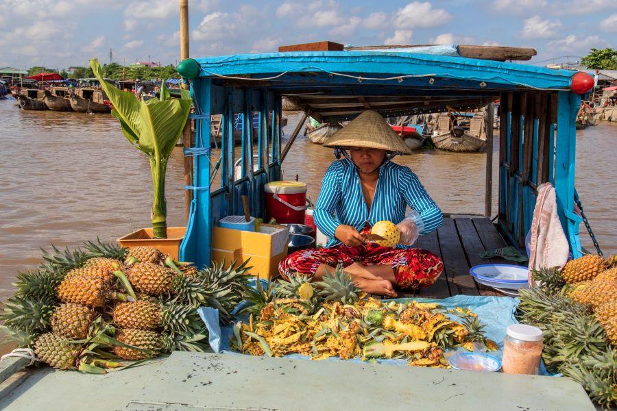 vendor at cai be floating market