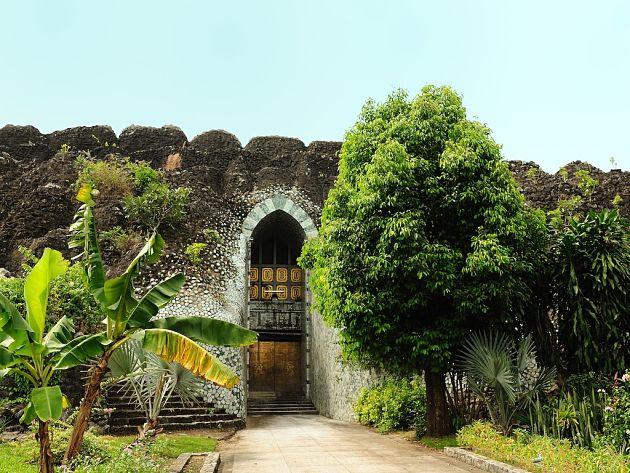 vietnam cambodia laos myanmar itinerary - maha pasana cave